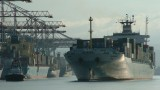 una nave nel porto di gioia tauro