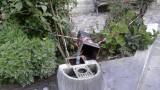 la fontana in ghisa divelta dell'angolo verde di via Gramsci