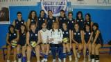 vily borisova con le ragazze della volley piana