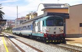 treno stazione linea jonica