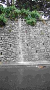 il muro perimetrale della villa comunale