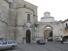 Gerace, katedrála je nejvìtší církevní stavbou v Calábrii.