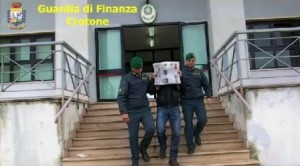 arresti gdf isola capo rizzuto