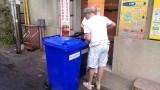 bidoni con lucchetti rifiuti